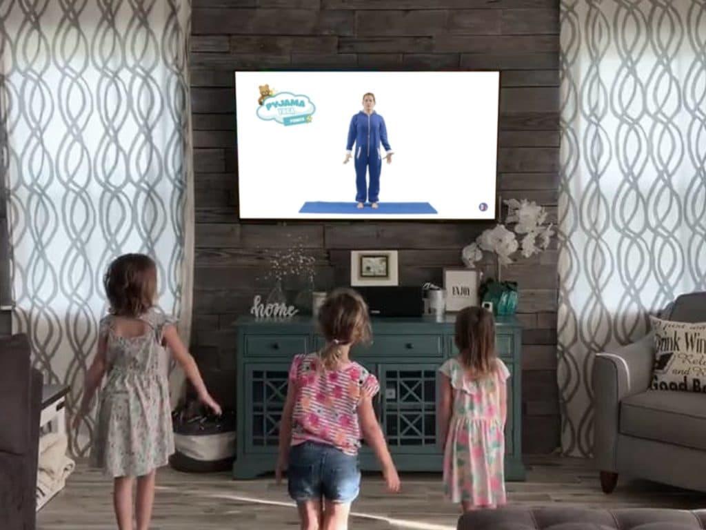 Enfants devant un cours de Yoga - Dynamite Moov