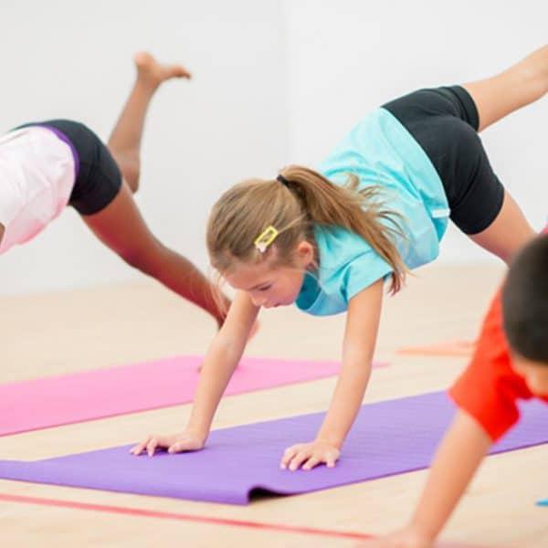 Yoga enfant pourquoi comment bienfaits